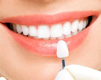 Woman-chosing-white-teeth